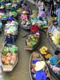 Shopping Boats at the Floating Market, Damnern Saduak, Bangkok, Thailand Reproduction photographique par Bill Bachmann