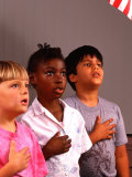 Students Reciting Pledge of Allegiance Reproduction photographique par Bill Bachmann