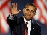 President-Elect Barack Obama Waves after Acceptance Speech, Nov 4, 2008 Reproduction photographique