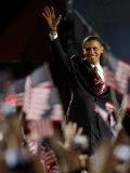 President-Elect Barack Obama Walking onto Stage to Deliver Acceptance Speech, Nov 4, 2008 Fotografisk tryk