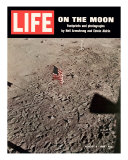 American Flag Planted on Moon, August 8, 1969 Stampa fotografica Premium