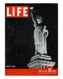 Liberty's Light, June 26, 1944 Premium-valokuvavedos tekijänä Dmitri Kessel