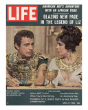 "Actors Richard Burton and Elizabeth Taylor on Set of Film ""Cleopatra,"", April 13, 1962 Impressão fotográfica por Paul Schutzer"