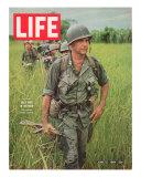 Soldiers Walking Through Grass in Vietnam, June 12, 1964 Reproduction photographique par Larry Burrows