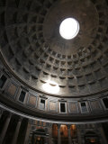 Dome of the Pantheon in Rome, Italy Lámina fotográfica