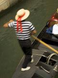 Gondolero, Venecia (Italia) Lámina fotográfica por Neil Farrin