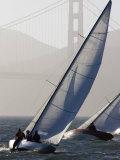 Sailboats Race on San Francisco Bay with the Golden Gate Bridge, San Francisco Bay, California Fotografisk tryk af Skip Brown
