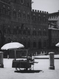 Peddler in the Campo Square in Siena Photographic Print by Vincenzo Balocchi