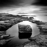 Erratic in Tidal Pool on Isle of Taransay, Outer Hebrides, Scotland, UK Fotografisk tryk af Lee Frost