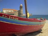 Brightly Painted Fishing Boat, Collioure, Cote Vermeille, Languedoc Roussillon, France, Europe Reproduction photographique par Michael Busselle