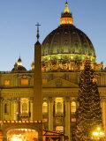 St. Peter's Basilica at Christmas Time, Vatican, Rome, Lazio, Italy, Europe Impressão fotográfica por Marco Cristofori