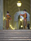 Swiss Guards, St. Peter's Square, Vatican City, Rome, Lazio, Italy, Europe Impressão fotográfica por Marco Cristofori