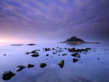 St Michael's Mount at Sunrise, from Marazion Beach, Cornwall, Uk. November 2008 写真プリント : ロス・ホディノット