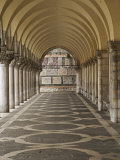 Archway and Columns, Doge's Palace, Piazza San Marco, Venice, Italy Fotografisk tryk af Adam Jones
