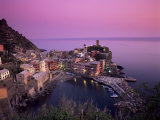 Vernazza Harbour at Dusk, Vernazza, Cinque Terre, UNESCO World Heritage Site, Liguria, Italy Reproduction photographique par Patrick Dieudonne