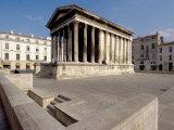 Maison Carree, Roman Temple from 19 BC, Nimes, Languedoc, France, Europe Reproduction photographique par Ethel Davies