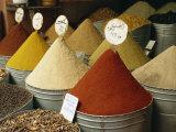 Spices for Sale in Spices Souk, the Mellah, Marrakech, Morocco Valokuvavedos tekijänä Lee Frost