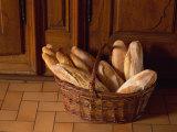 Loaves of Bread in a Basket in France, Europe Fotografisk trykk av Miller John