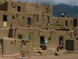 Adobe Buildings of Taos Pueblo, Dating from 1450, UNESCO World Heritage Site, New Mexico, USA Fotografie-Druck von Woolfitt Adam
