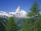 Snow Covered Peak of the Matterhorn in Switzerland, Europe Reproduction photographique par Rainford Roy