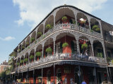 Exterior of a Building with Balconies, French Quarter Architecture, New Orleans, Louisiana, USA Reproduction photographique par Alison Wright