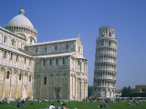 Tourists in the Piazza Del Duomo Near the Leaning Tower, Pisa, Tuscany, Italy Reproduction photographique par Rainford Roy