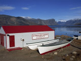 Hudson Bay Company Building, Pangnitung, Baffin Island, Canadian Arctic, Canada, North America Reproduction photographique par Alison Wright