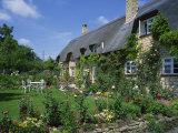 Thatched Cottages in the Cotswolds, Gloucestershire, England, UK Reproduction photographique par Rainford Roy