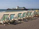 Bournemouth East Beach, Deck Chairs and Pier, Dorset, England, United Kingdom, Europe Reproduction photographique par Rainford Roy