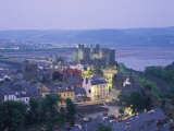 Aerial of Conway and Castle, UNESCO World Heritage Site, Gwynedd, North Wales, United Kingdom Reproduction photographique par Rainford Roy