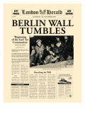 Berlin Wall Tumbles Premium Giclee-trykk av  The Vintage Collection