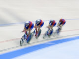 Cycling Team Competing on the Velodrome Fotografie-Druck von Chris Trotman