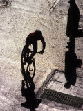 Shadow and Silhouette of Cyclistist and Pedestrian, New York, New York, USA Fotografisk trykk