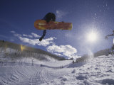 Snoweboarder in Action on the Vert, Aspen, Colorado, USA Lámina fotográfica