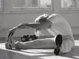Man Stretching in Gym, New York, New York, USA Fotografisk tryk af Chris Trotman