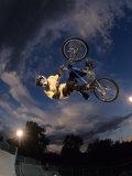 Bmx Cyclist Flys over the Vert Fotografisk trykk