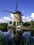 Windmill in Kinderdijk, Holland Reproduction photographique par Michael DeFreitas