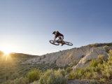 Jumping the Clay Cliffs, Polson, Montana, USA Reproduction photographique par Chuck Haney