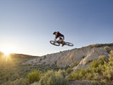 Jumping the Clay Cliffs, Polson, Montana, USA Stampa fotografica di Chuck Haney