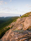 Lone hiker near the summit of Cadillac Mountain, Acadia National Park, Maine, USA Impressão fotográfica por Jerry & Marcy Monkman