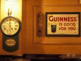 Guinness sign in pub, Dublin, Ireland Fotografisk tryk af Alan Klehr