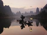 Traditional Chinese Fisherman with Cormorants, Li River, Guilin, China Fotografie-Druck von Adam Jones