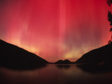 Aurora Borealis over Jordan Pond in Late October Fotografisk trykk av Michael Melford