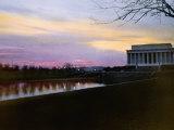 View of the Lincoln Memorial at Twilight Fotografisk trykk av Charles Martin