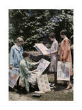 Young Women from Newcomb College, Gather with their Artwork Reproduction photographique par Edwin L. Wisherd