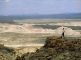 Environmental Activist Observes the Rock Formations of Adobe Town Fotografie-Druck von Joel Sartore