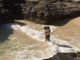 Couple Kissing in the Surf at Halona Beach on Oahu Island Fotografisk tryk af Charles Kogod