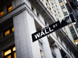 Wall Street Street Sign Near the New York Stock Exchange Fotografisk tryk af  xPacifica