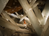 Massive Beams of Selenite Dwarf an Explorer in the Cave of Crystals Fotografie-Druck