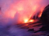 Molten Lava Pours into the Sea Off the Southeast Coast of Kilauea Fotografisk trykk av Steve & Donna O'Meara